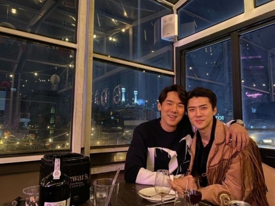EXOセフン、ユ・ヨンソクとのツーショット公開