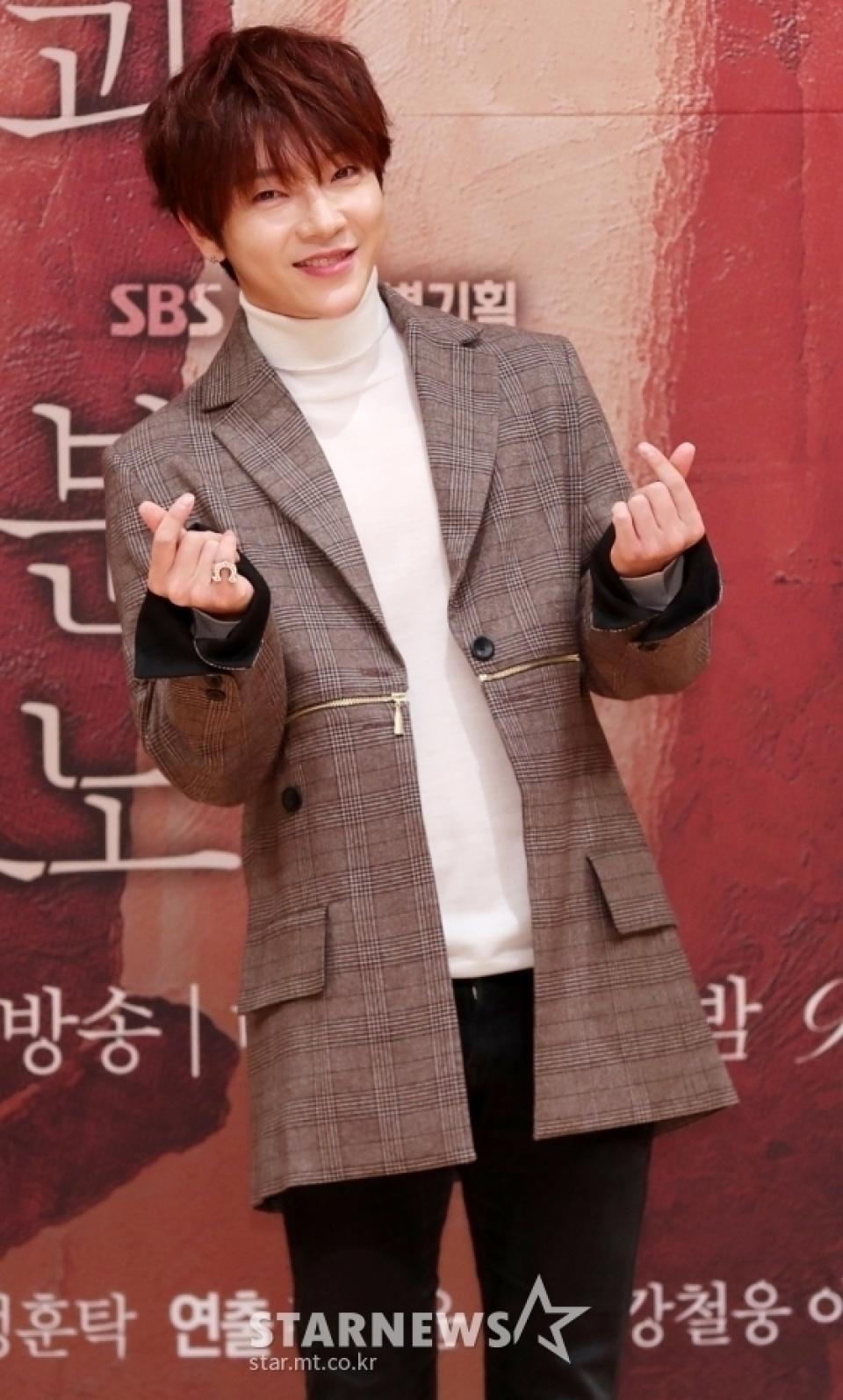 超新星ユナク、コロナ感染…韓国芸能時初の事例